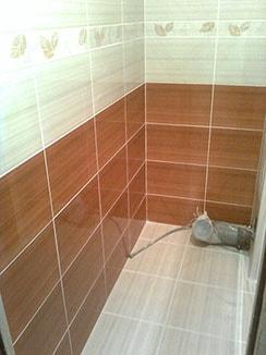 фотография плиточные работы в туалете